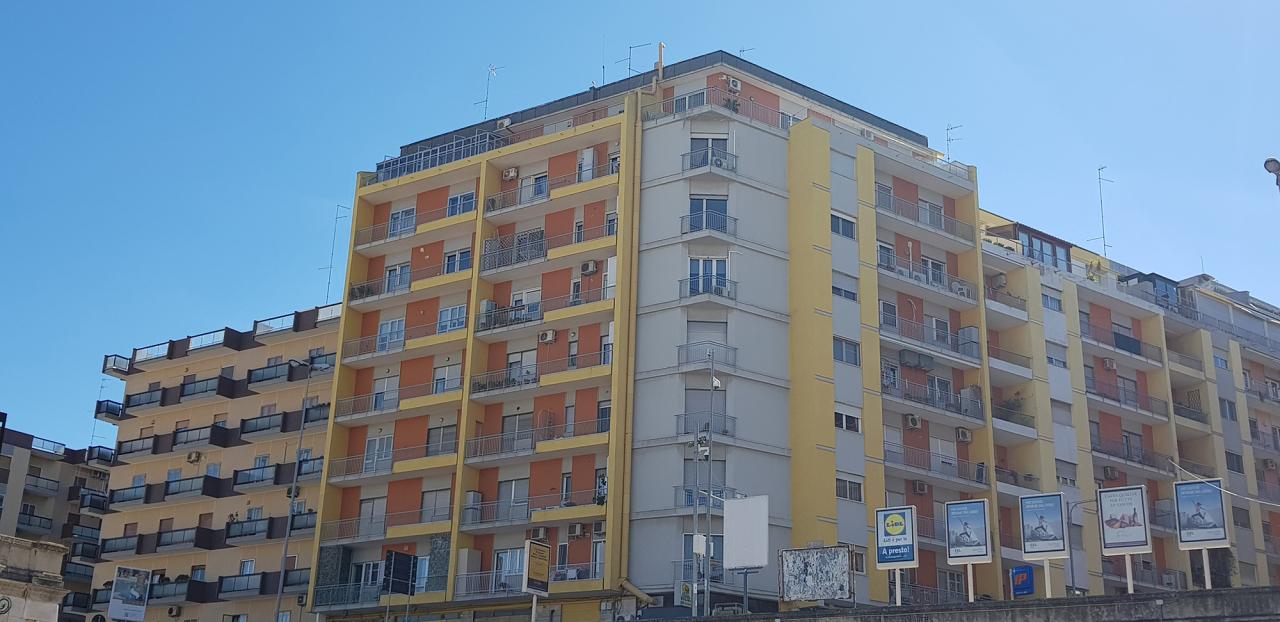 Appartamento in buone condizioni in vendita Rif. 10702139