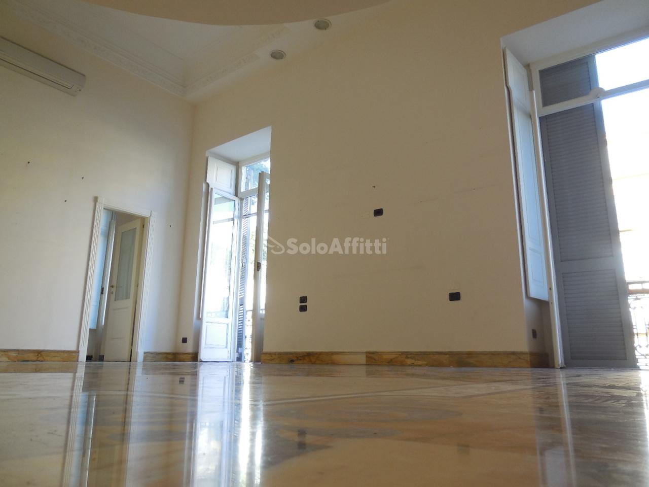 Appartamento in buone condizioni in affitto Rif. 8934379