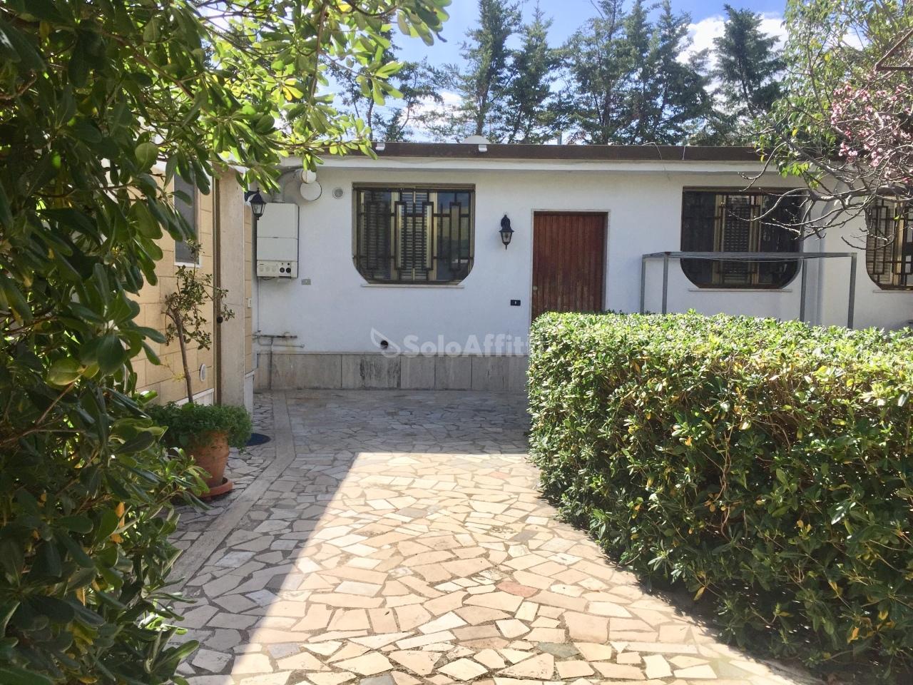 Casa Indipendente in buone condizioni arredato in affitto Rif. 10231020