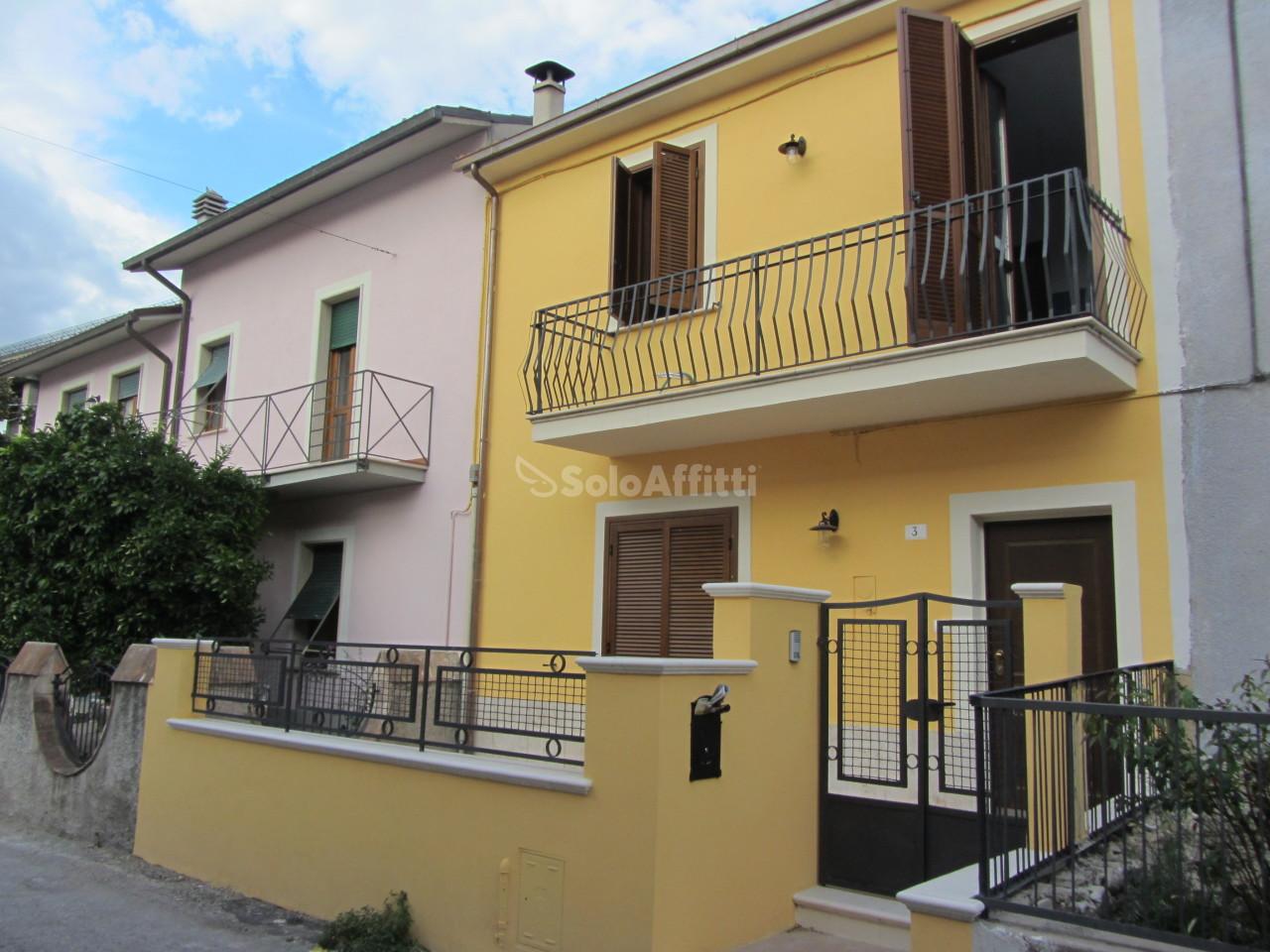 Casa Indipendente ristrutturato in affitto Rif. 11365264