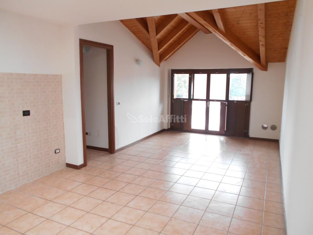 Appartamento in affitto a Cadorago, 2 locali, prezzo € 500 | PortaleAgenzieImmobiliari.it