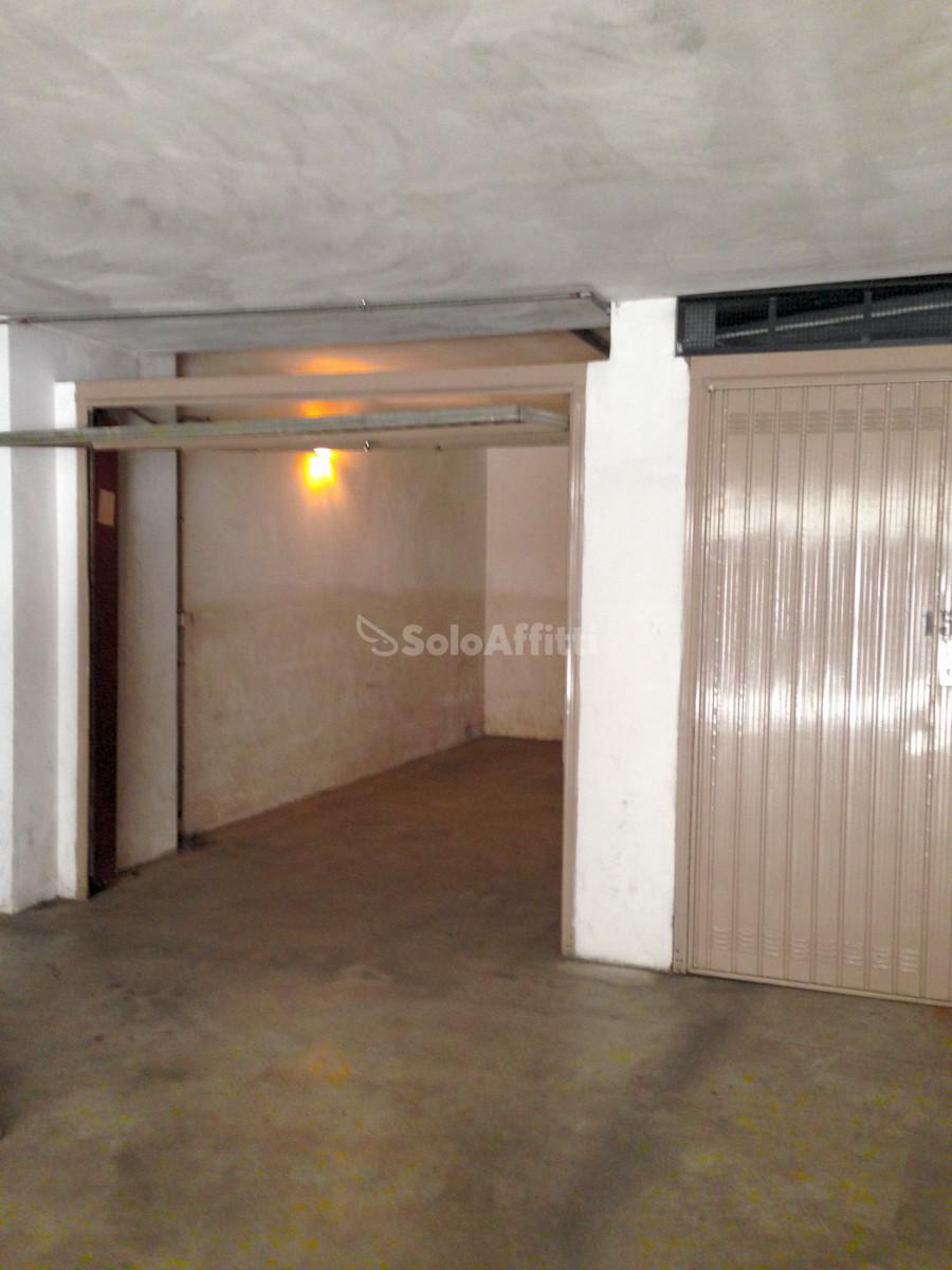 Box e posti auto in buone condizioni in affitto Rif. 8658868