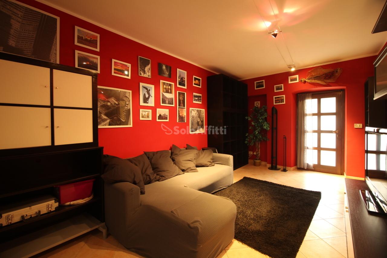 Trilocale in ottime condizioni arredato in affitto Rif. 10006353