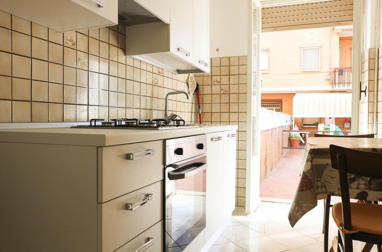Bilocale in buone condizioni arredato in affitto Rif. 10085200