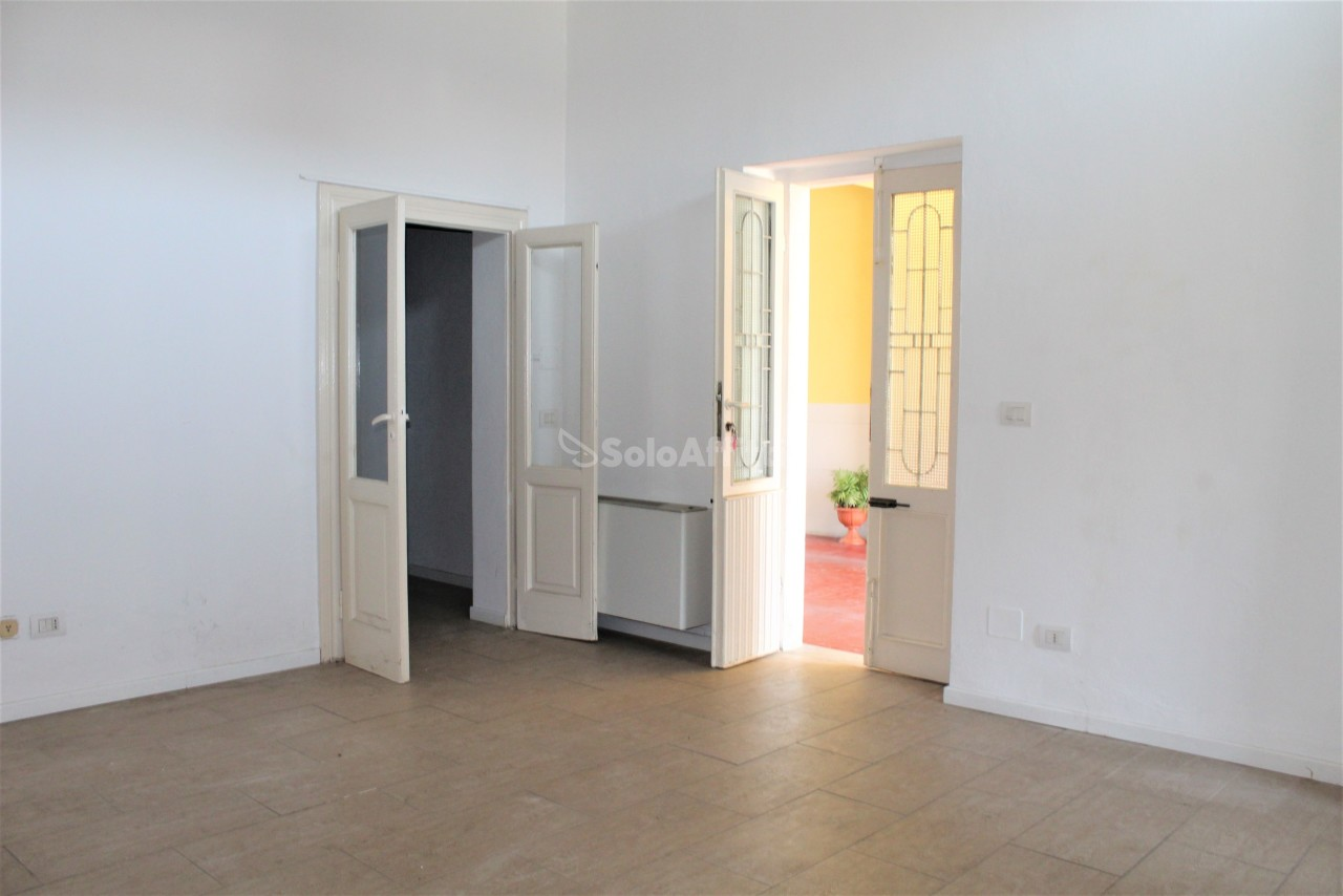 Fondo/negozio - 1 vetrina/luce a San Vittore Olona Rif. 10694939