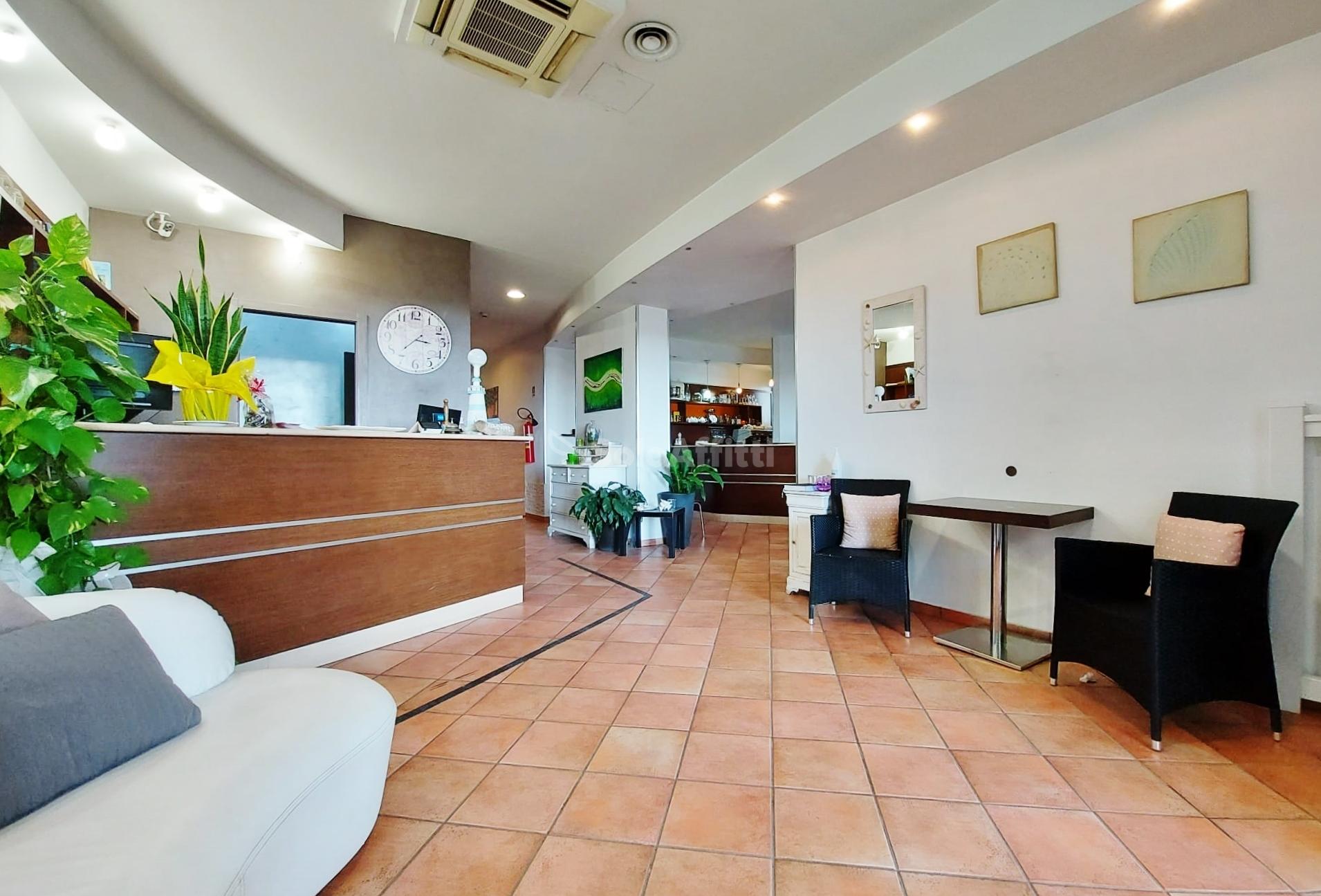 Fiumicino, Isola Sacra - struttura alberghiera hot