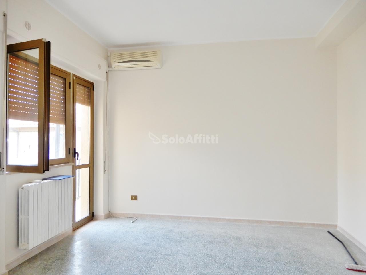 Trilocale in buone condizioni in affitto Rif. 10538120