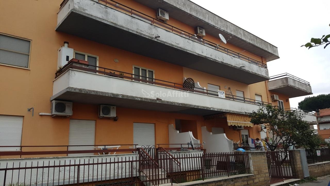 Trilocale in buone condizioni arredato in affitto Rif. 4134854