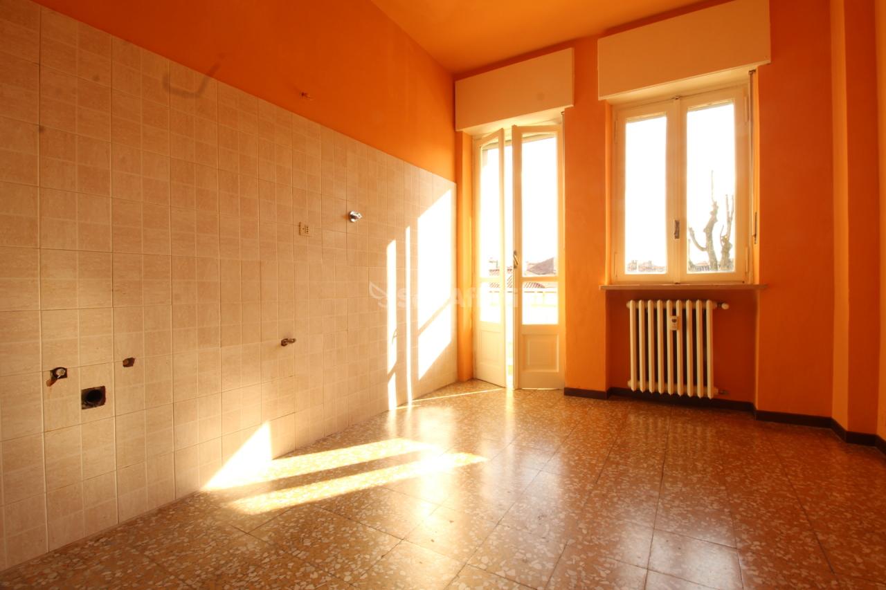 Trilocale in buone condizioni in affitto Rif. 9811026