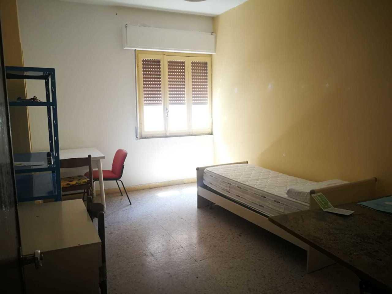 Stanza / posto letto in buone condizioni arredato in affitto Rif. 11028112