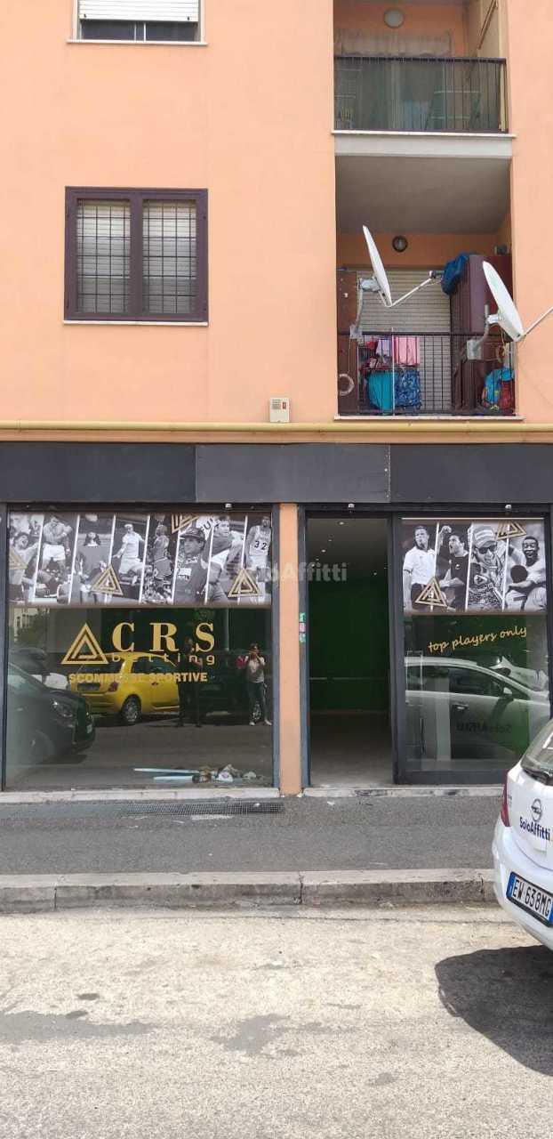 Fondo/negozio - 2 vetrine/luci a Roma Rif. 10538142