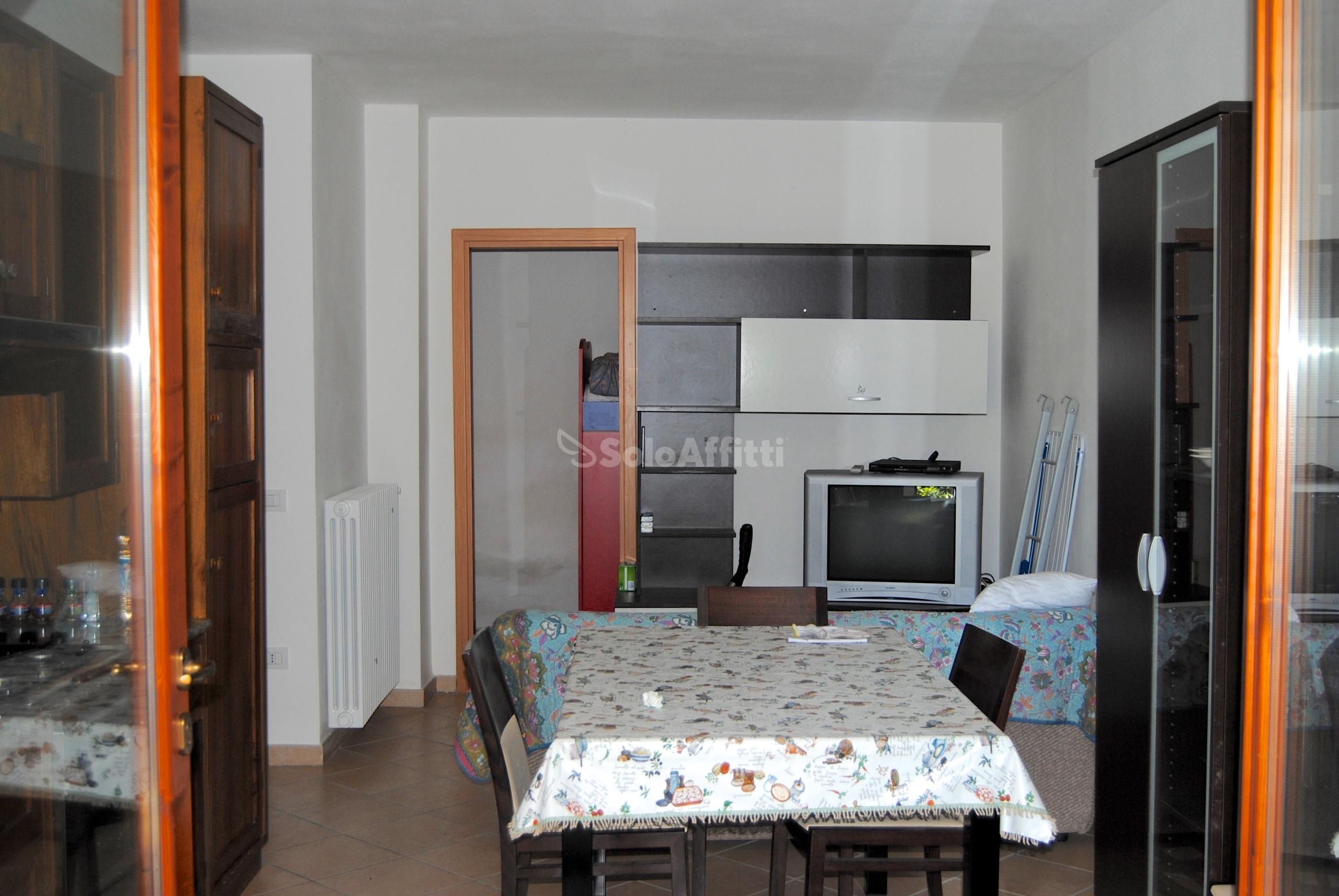 Affitto appartamento trilocale arredato for Affitti badia polesine arredato