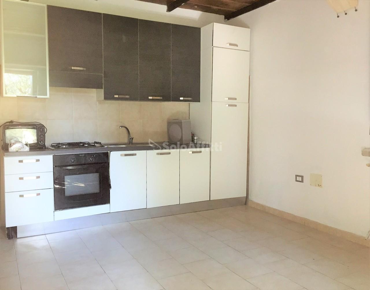 Casa Indipendente in buone condizioni arredato in affitto Rif. 9605326