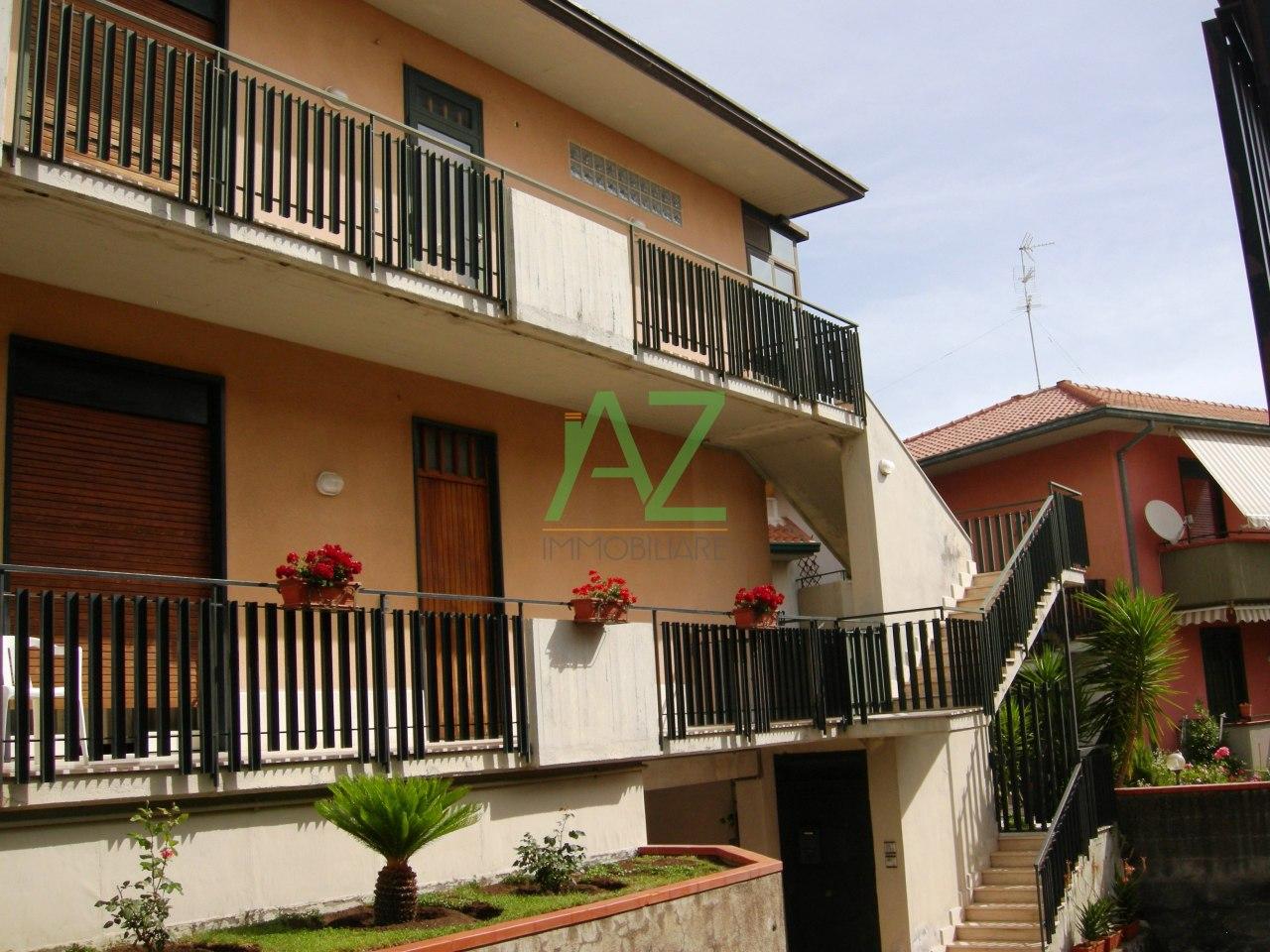 Appartamento in buone condizioni in vendita Rif. 6904619