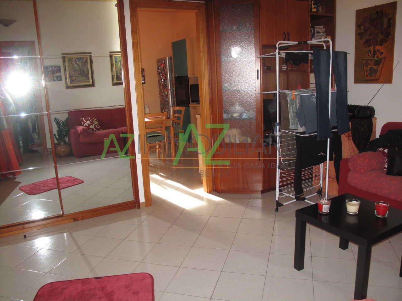 Appartamento in buone condizioni in vendita Rif. 9574402