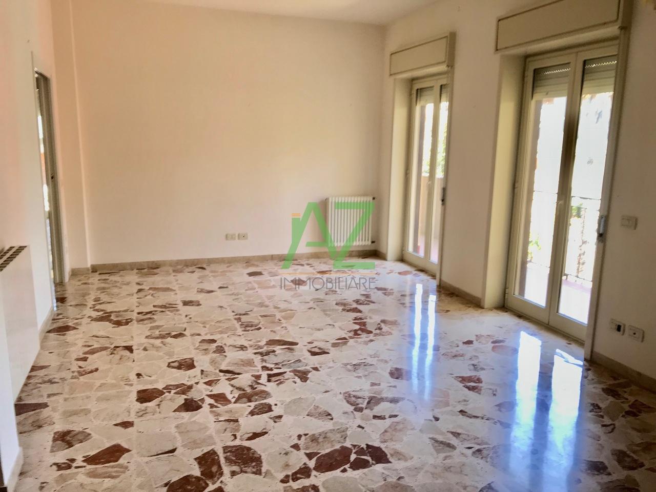 Appartamento in buone condizioni in affitto Rif. 10525372
