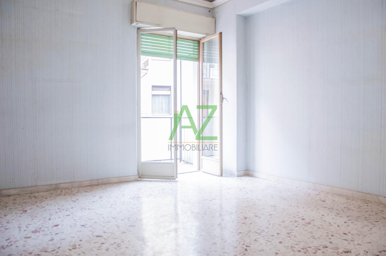 Appartamento in discrete condizioni in vendita Rif. 9944131