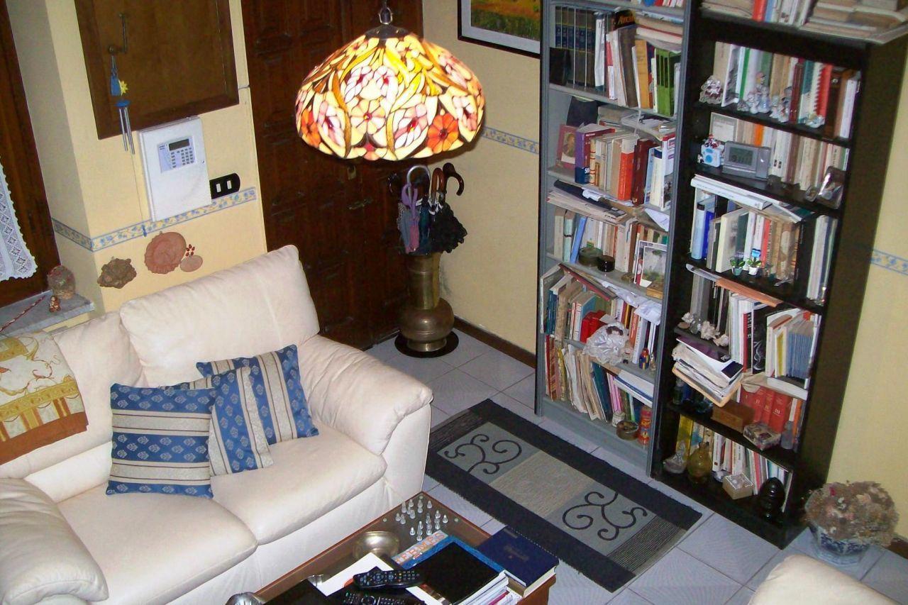 Soluzione Semindipendente in vendita a Sarzana, 2 locali, prezzo € 150.000   CambioCasa.it
