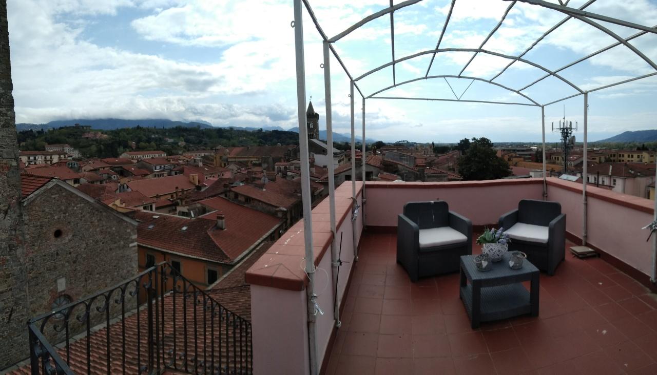 Appartamento in vendita a Sarzana, 8 locali, prezzo € 330.000 | CambioCasa.it