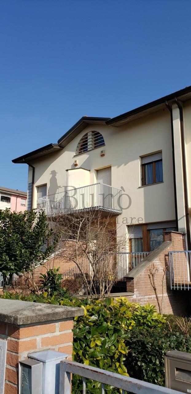 Villetta a schiera in buone condizioni in vendita Rif. 12186760