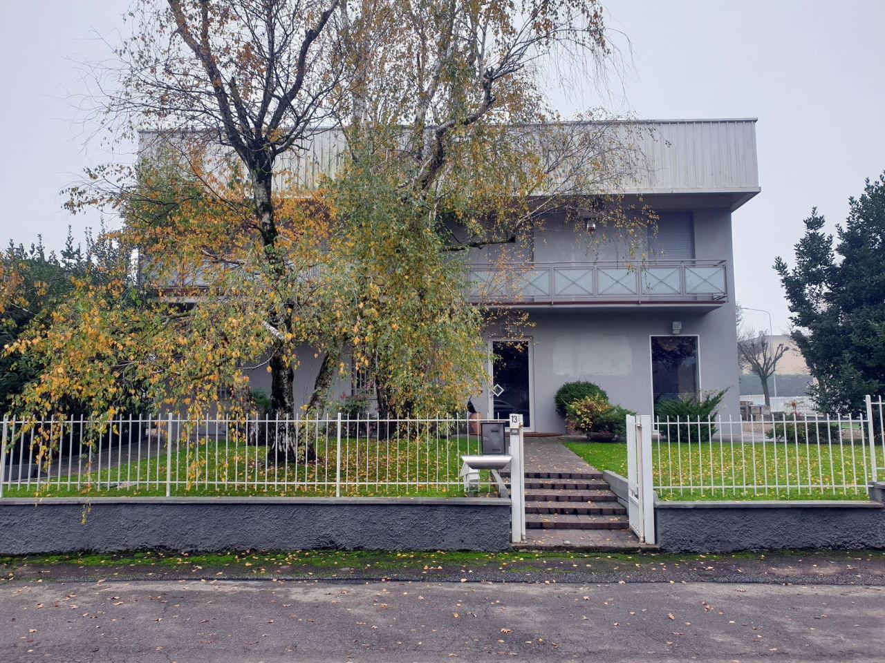 Capannone / Fondo - Industriale/Artigianale a Sala Baganza Rif. 11625547