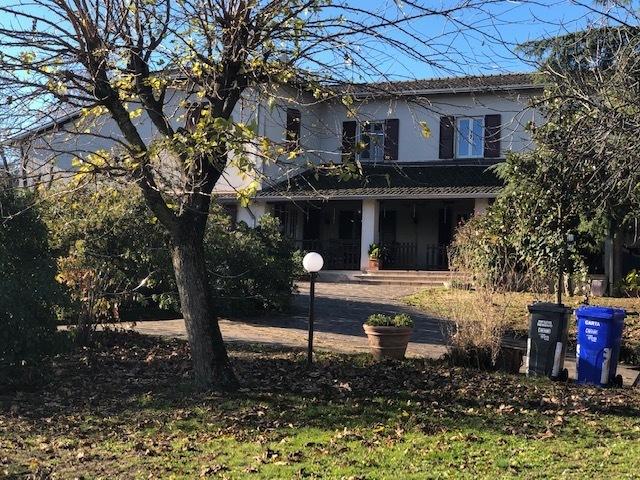 Villa in buone condizioni in vendita Rif. 8828106