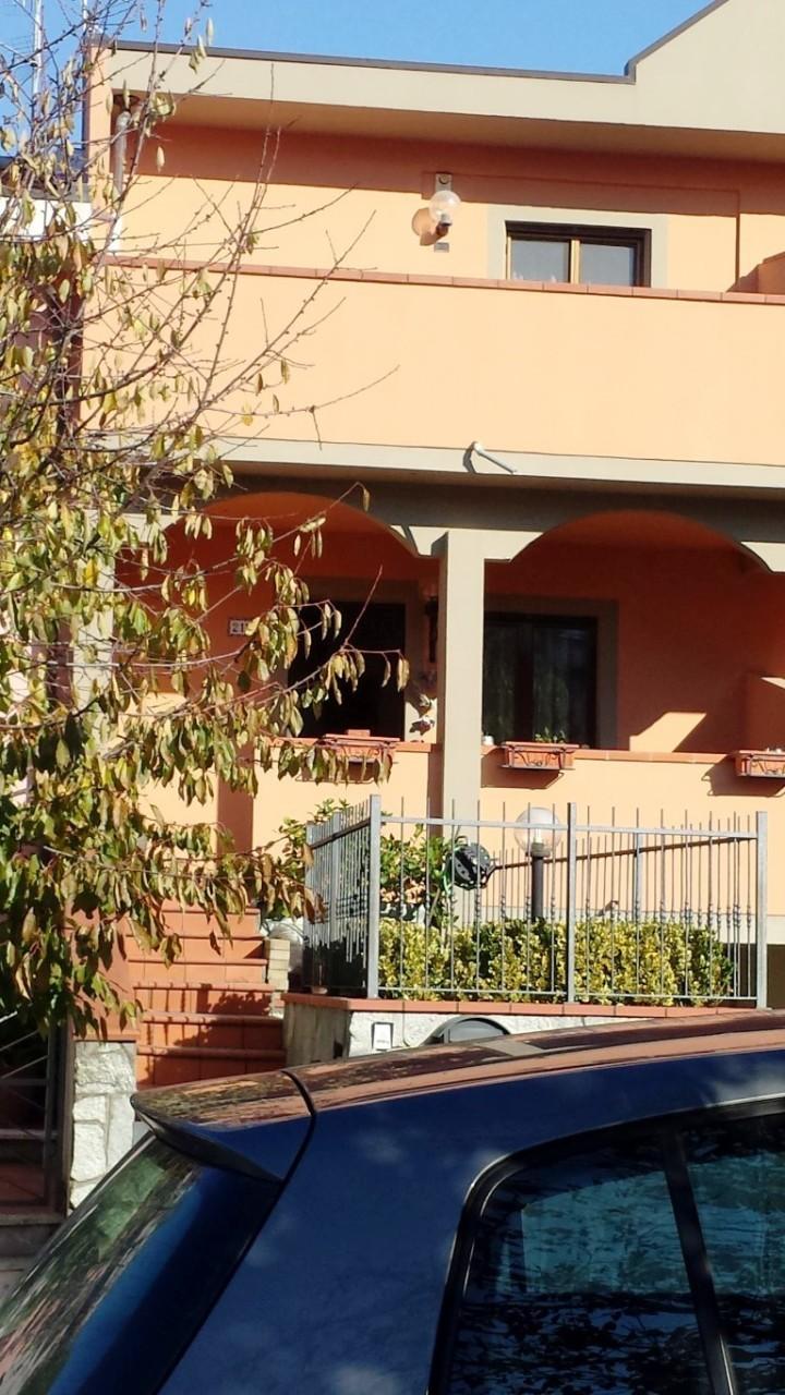 Casa Indipendente in buone condizioni in vendita Rif. 11052865