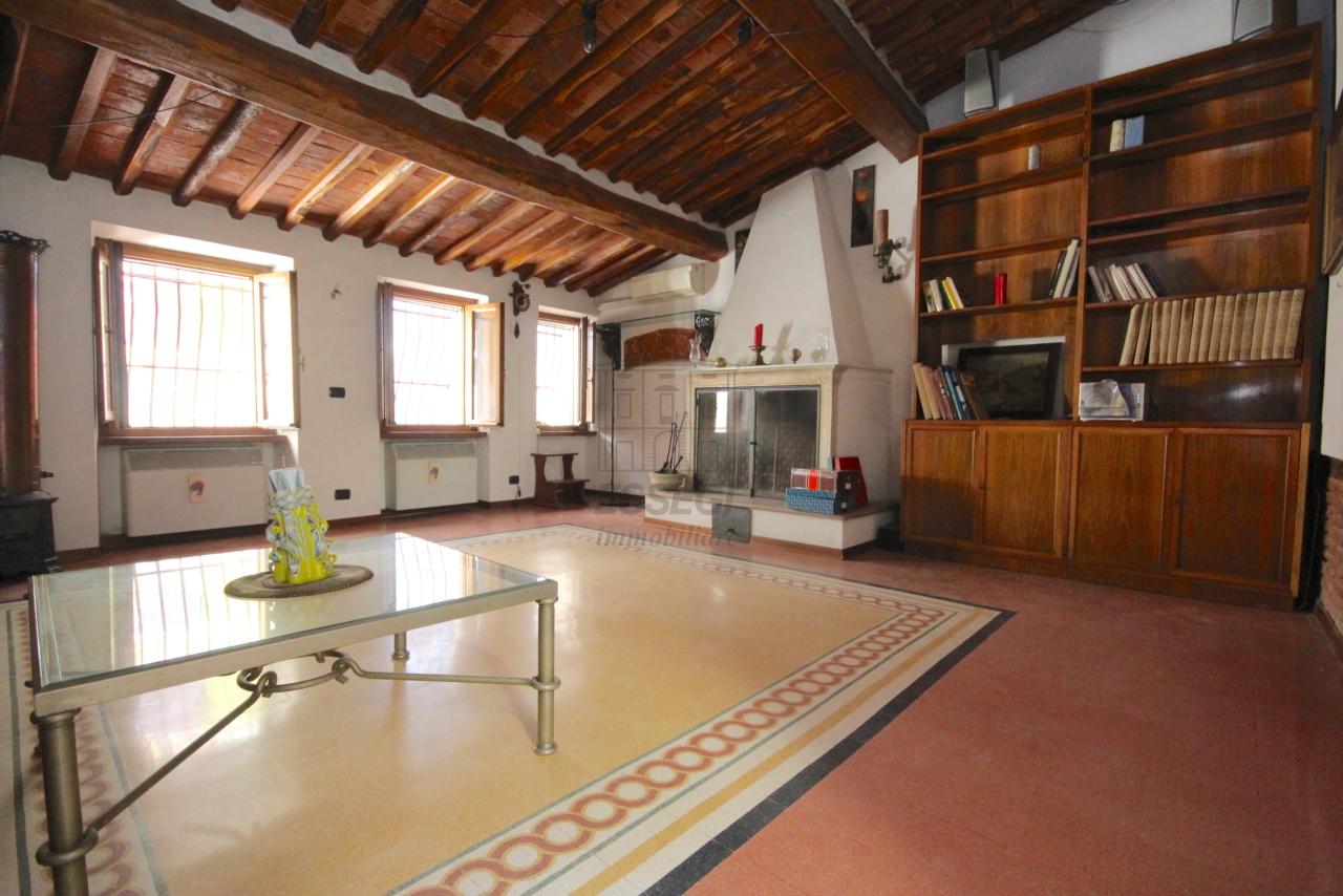 Appartamento Lucca Centro storico IA03358 img 18