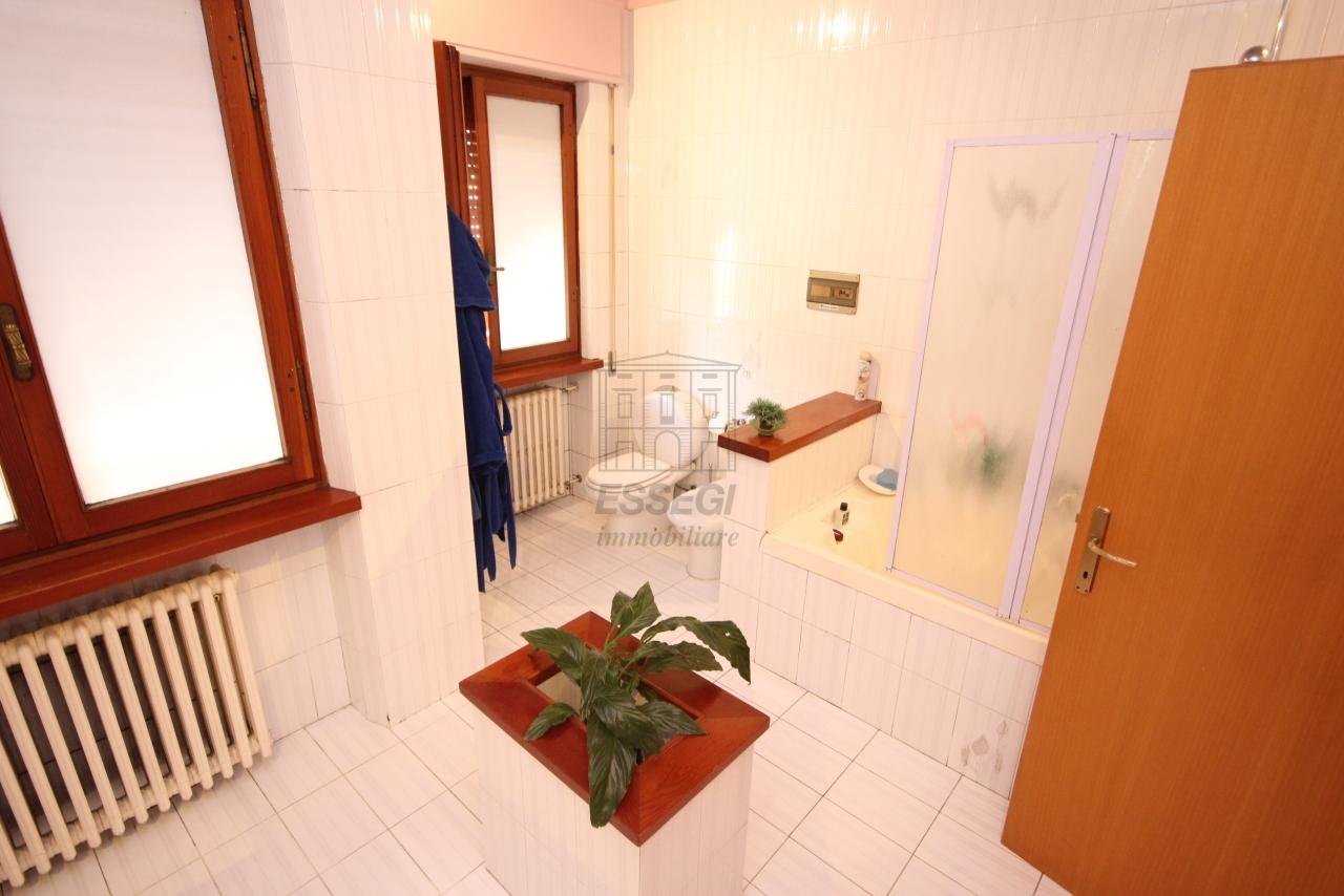 Villa divisa in due unità Capannori Lunata IA01745 img 22