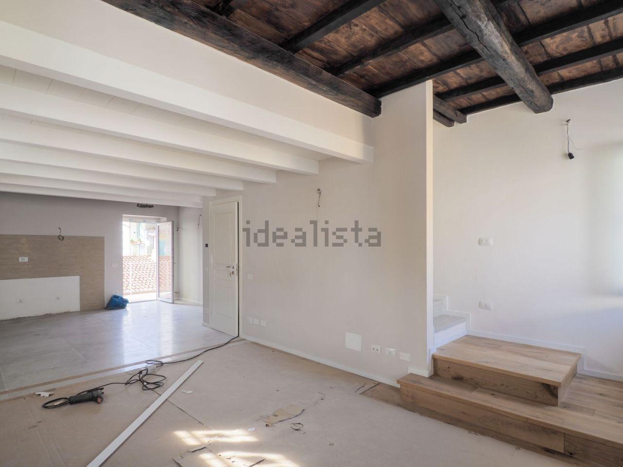 Appartamento ristrutturato in vendita Rif. 11390154
