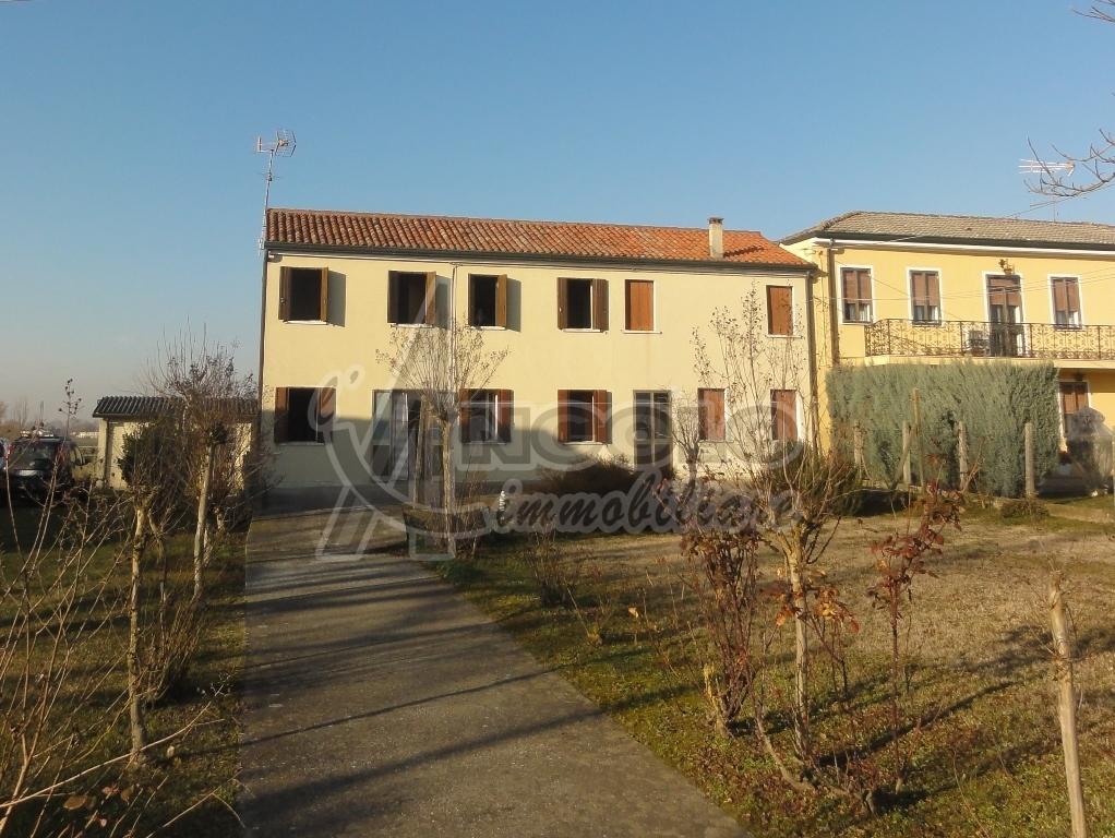 Porzione di casa in discrete condizioni in vendita Rif. 9284594