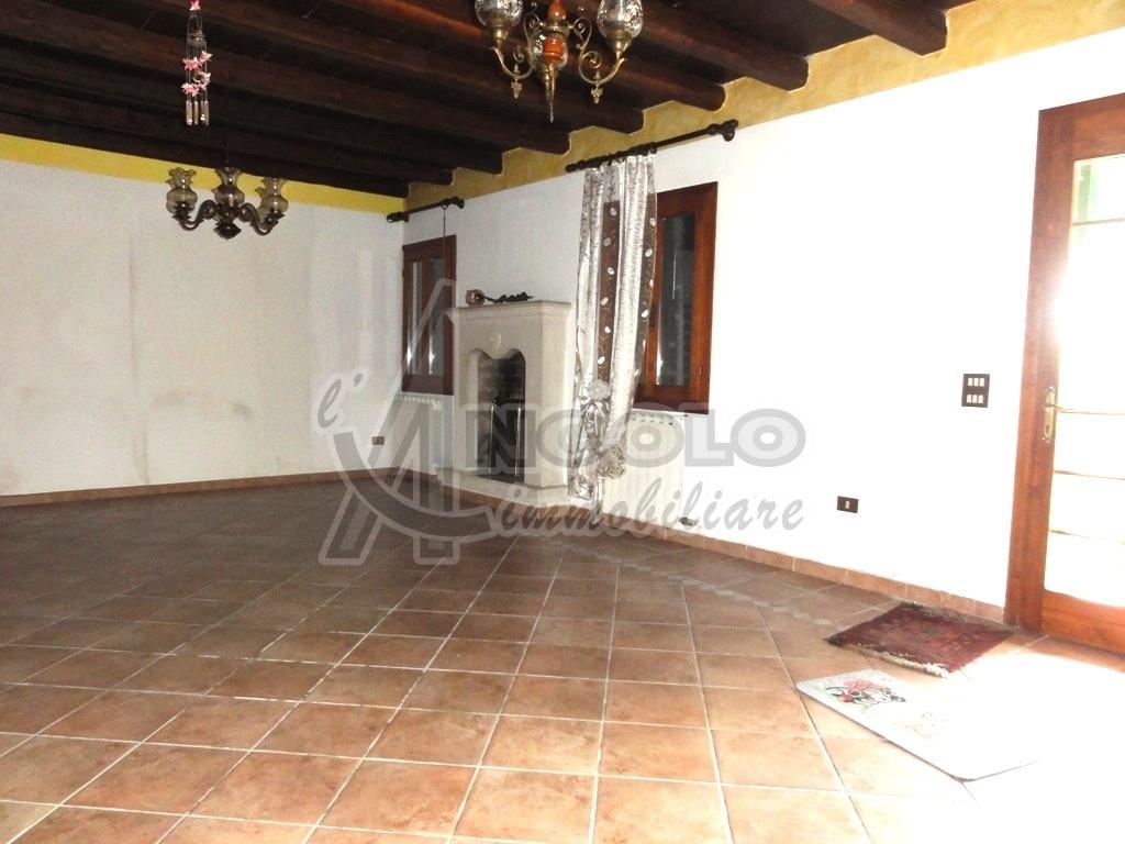 Armadio A Muro Rovigo.Rif Rov600 Ville E Villette Villa Stile Rurale In Vendita A Rovigo