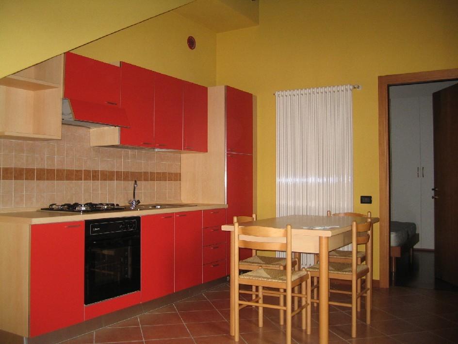 Appartamento in ottime condizioni arredato in affitto Rif. 10484624