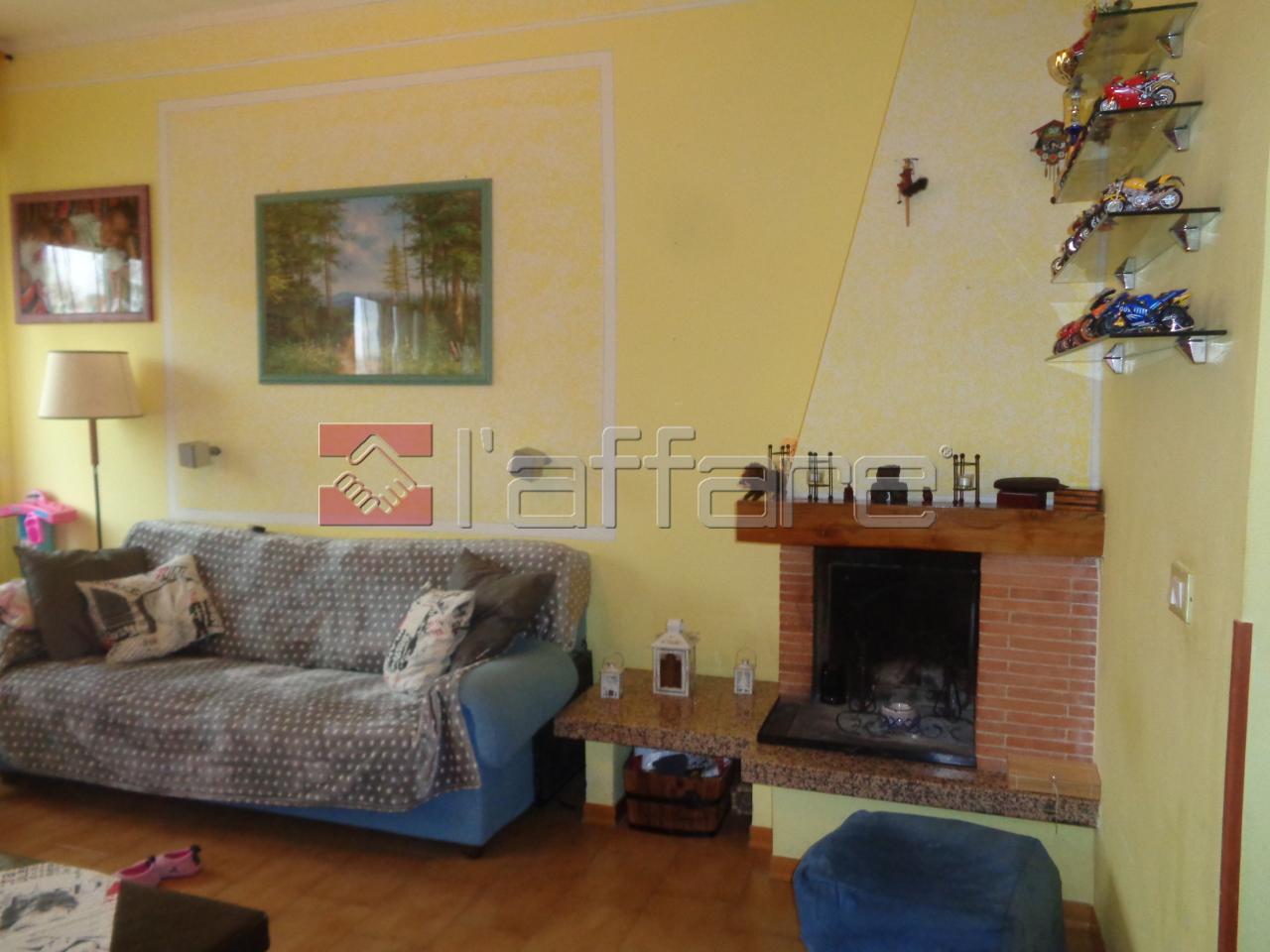 Appartamento in buone condizioni in vendita Rif. 4143732