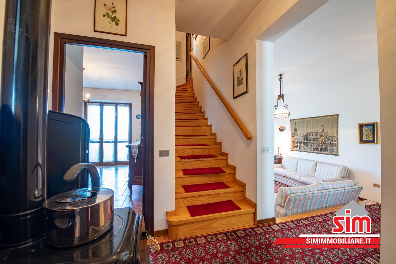 Villa in vendita a Garbagna Novarese, 12 locali, prezzo € 350.000   PortaleAgenzieImmobiliari.it