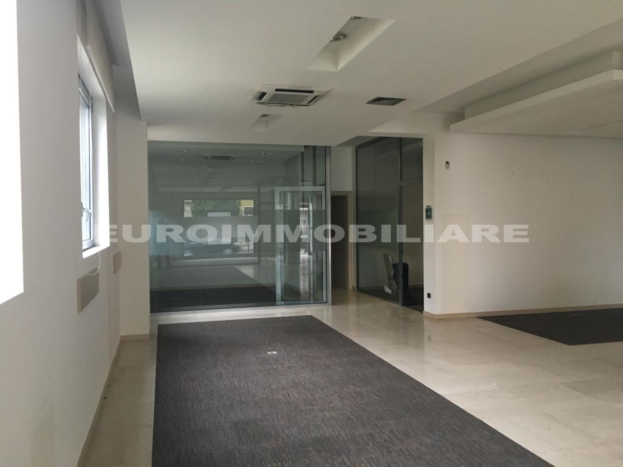 Ufficio / Studio in affitto a Flero, 1 locali, prezzo € 1.800 | CambioCasa.it