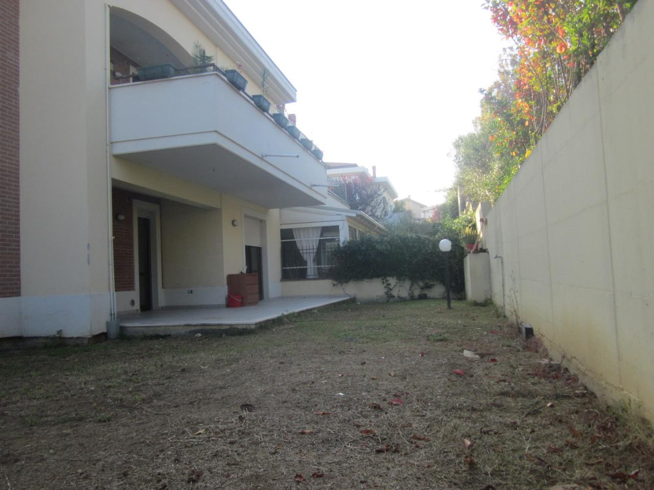 Appartamento in buone condizioni in vendita Rif. 8440296