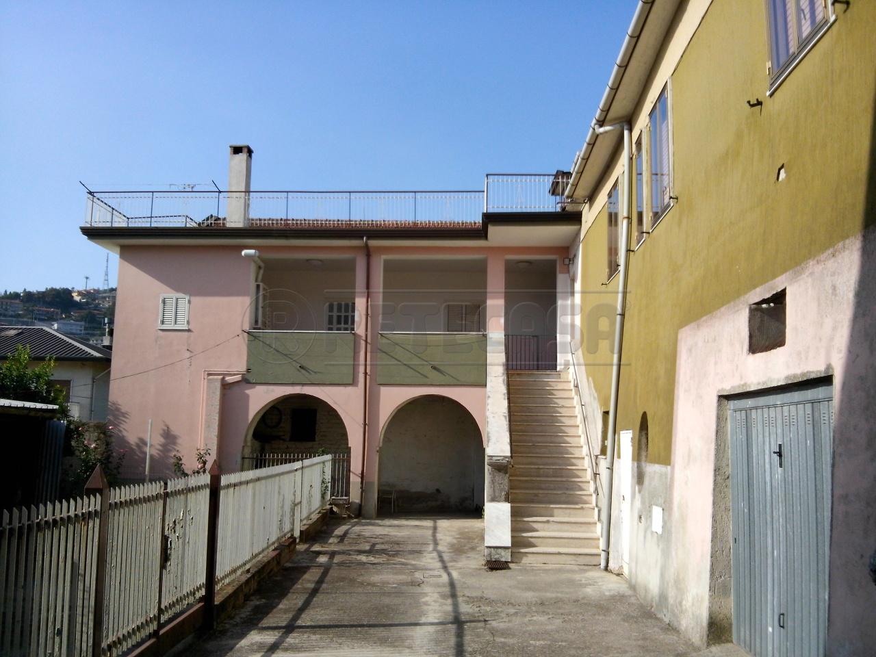 Casa Indipendente in buone condizioni in vendita Rif. 9917722