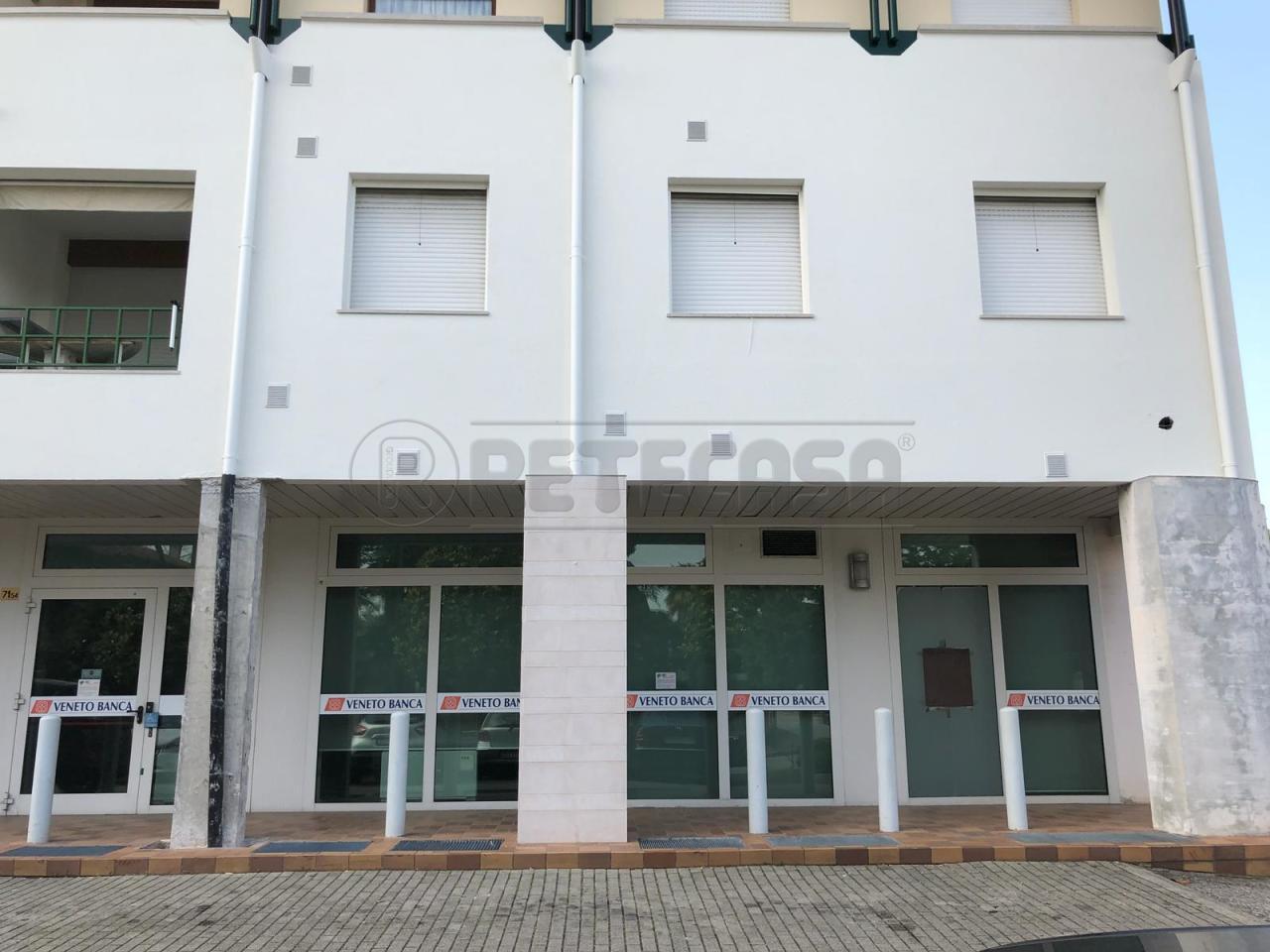 Negozio / Locale in vendita a Manzano, 11 locali, prezzo € 259.000 | CambioCasa.it