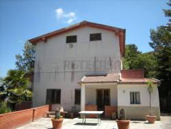 Villa in Vendita a Caltanissetta, zona Sant' Elia, 240'000€, 400 m², con Box