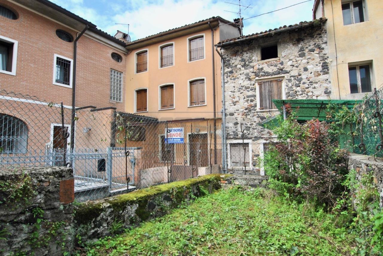 Casa Indipendente in buone condizioni in vendita Rif. 12393439