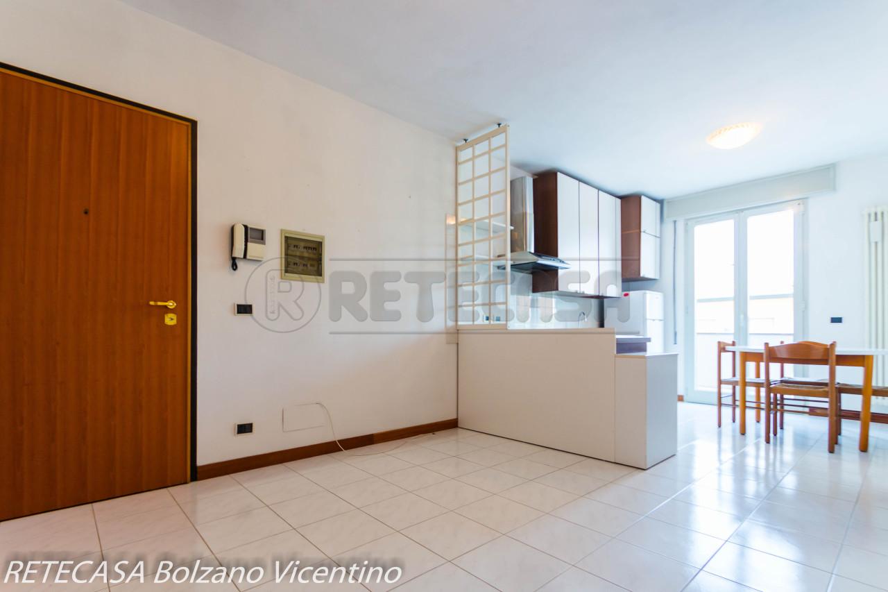 Appartamento in buone condizioni in vendita Rif. 7447599