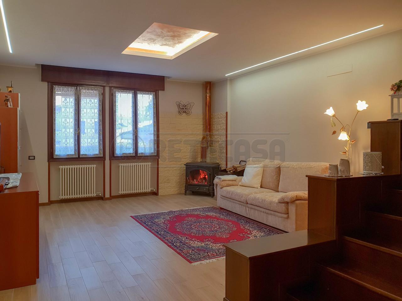 Porzione di casa ristrutturato in vendita Rif. 9847169