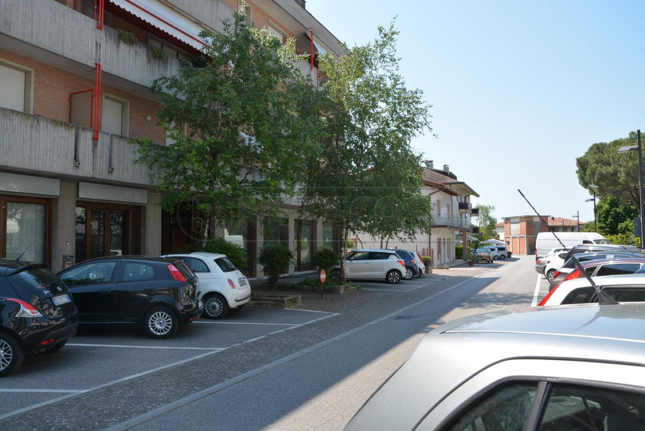 Magazzino in vendita a Manzano, 1 locali, prezzo € 38.000   CambioCasa.it