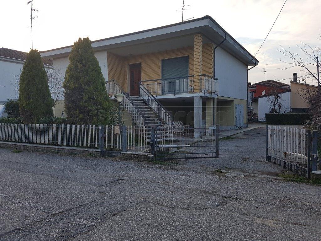 Villa in buone condizioni in vendita Rif. 5444309