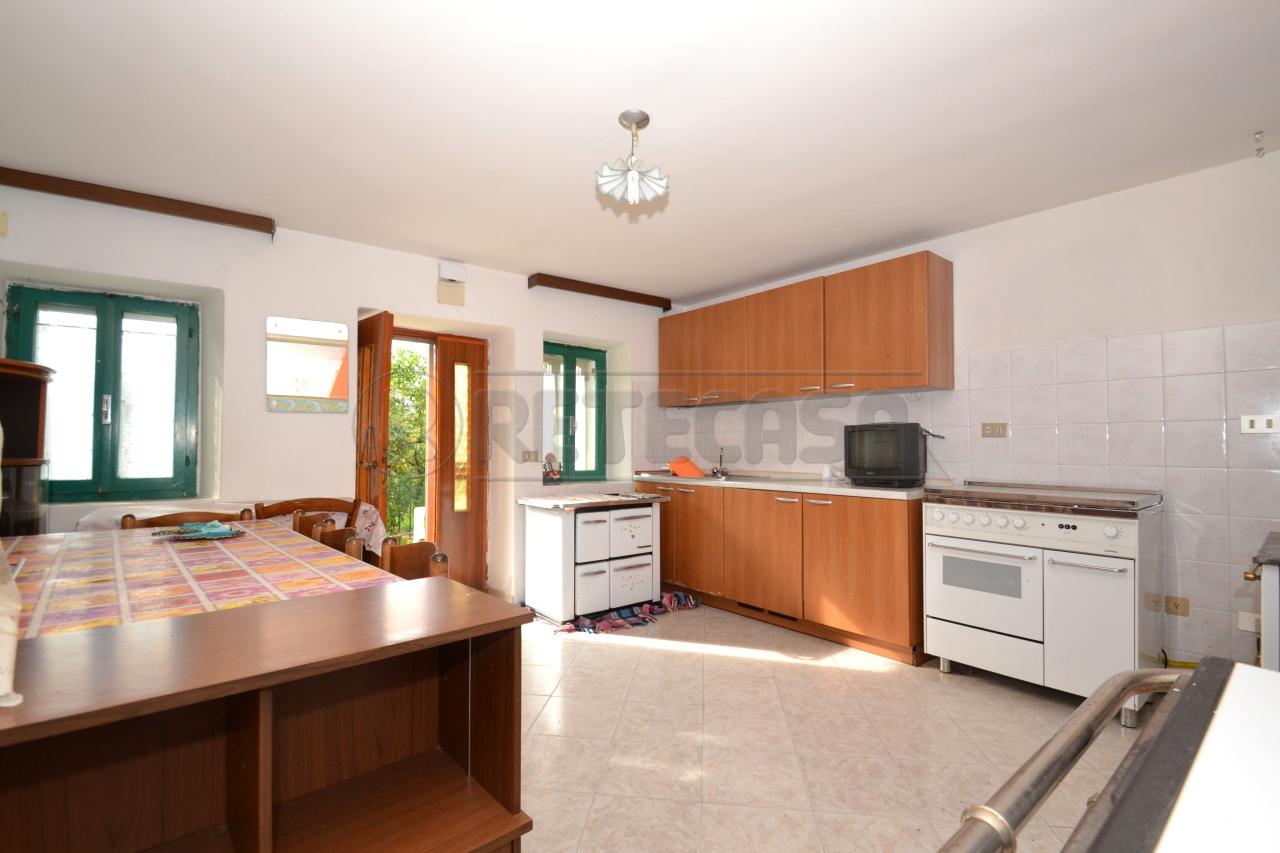 Casa Indipendente in buone condizioni in vendita Rif. 8016607