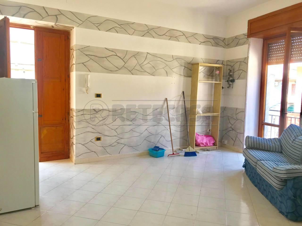 Appartamento da ristrutturare in affitto Rif. 8518194