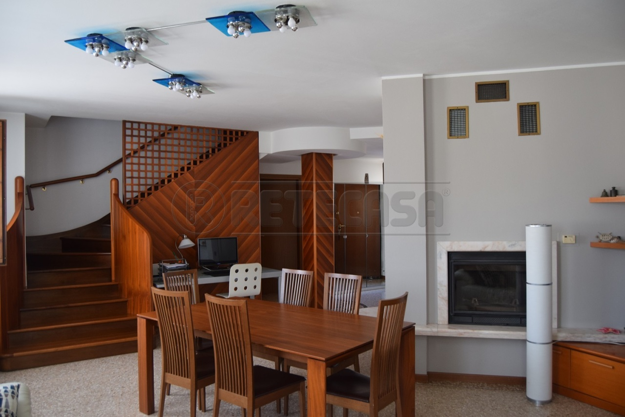 Appartamento in vendita a Malo, 7 locali, prezzo € 143.000   CambioCasa.it