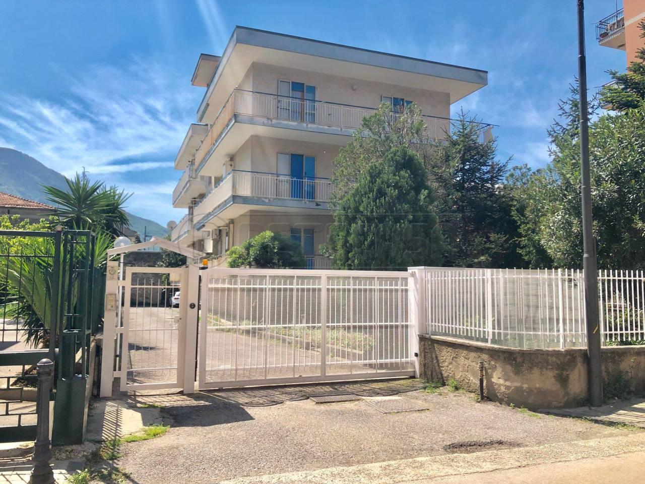 Appartamento in buone condizioni in vendita Rif. 10085173