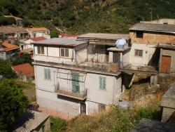 Villa bifamiliare in Vendita a Messina, 50'000€, 85 m²
